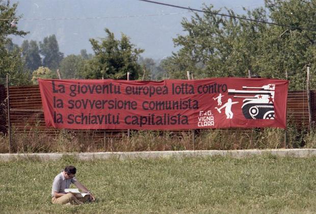 «Европейская молодежь борется против коммунистической смуты и против капиталистического рабства»