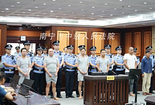 Заказчик Тань Юхуэй и пять киллеров в зале суда