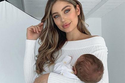 Модель спустя неделю после родов показала плоский живот и озадачила поклонников