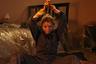 Вдова Сара (Сара Болджер) после убийства мужа и так вынуждена воспитывать двоих детей в депрессивных реалиях североирландских рабочих кварталов — а тут к ней домой еще и заявляется драгдилер-головорез, намеренный использовать ее жилище в качестве своего склада. И хорошая женщина Сара решает, что с нее хватит. Режиссер Эбнер Пастолл проводит — и успешно — операцию по невероятному скрещиванию эксплотейшн-триллера и реалистической соцдрамы, попутно выводя убийственно (во всех смыслах слова) сильный женский образ.