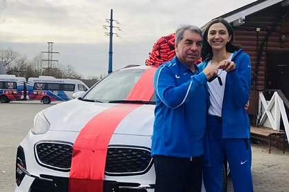 Ласицкене отдала тренеру подаренную федерацией бокса машину