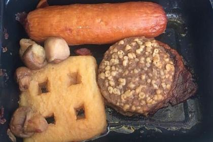 Пассажиры поделились снимками худшей еды в самолетах