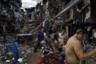 Пластиковые отходы уничтожают мир. Согласно современным прогнозам, к 2050 году в мировом океане будет больше пластика, чем рыбы. Разносимый ветром мусор попадает на береговые линии и уносится с приливом. Три основные речные системы, «перекачивающие» пластик в океаны, находятся в Китае, Индонезии и на Филиппинах. В странах третьего мира миллионы людей всю свою жизнь утопают в пластике: они рождаются, проводят десятки лет и умирают посреди пластмассы.