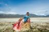 Работа «О времени, о тишине» исследует будни эстансии (частный участок земли, используется для земледелия или скотоводства) около Эль-Калафате, Аргентина. Здесь время, кажется, останавливается, чтобы освободить место для оглушительной тишины, пронизывающей повседневную жизнь. В этой серии художник воспроизводит образы-сновидения, интерпретируя различные явления, а люди становятся символами мечты и реальными героями короткого фотографического романа.
