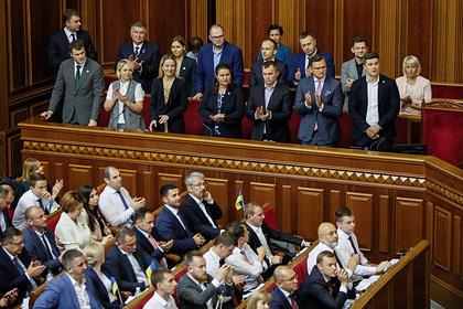 Украинских министров раскритиковали за желание «понравиться Facebook»