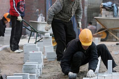 Власти российского города поделились секретом укладки плитки в снег