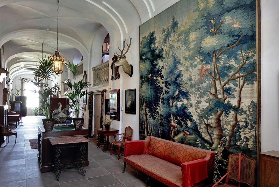 Музей в Амеронгене был открыт только в 1977 году, а интерьеры сохранены в том виде, в котором их оставил граф ван Альденбург, умерший в 1940 году. Он жил в замке после Вильгельма и несколько переделал убранство на свой лад