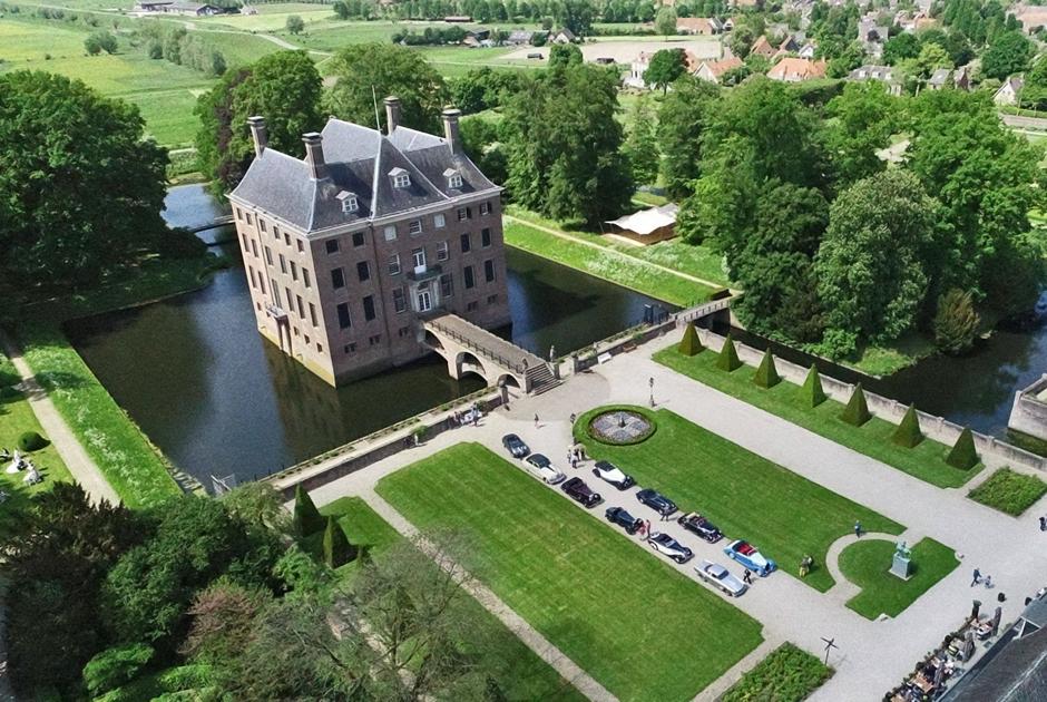 Несмотря на то что Амеронген больше похож на обычный особняк, некоторые атавизмы замка сохранились: заполненный водой ров, мост и отвесные стены