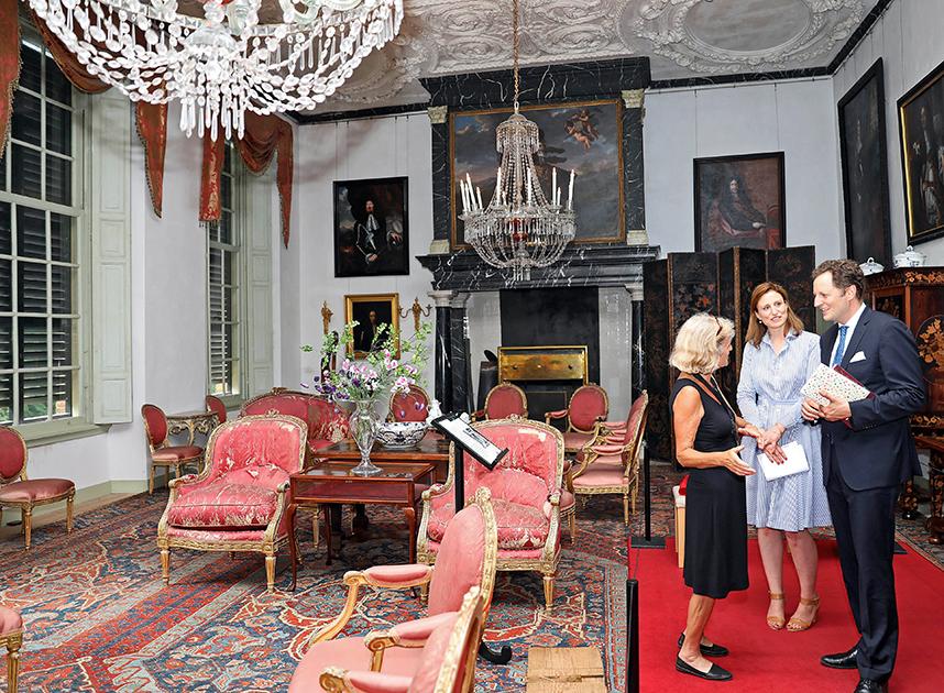 Сейчас в замке часто проходят различные собрания немецких монархистов, а также встречи потомков правящего дома Гогенцоллернов