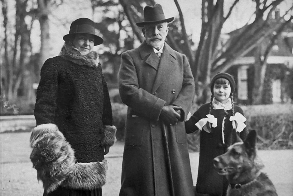 После отречения Вильгельм переехал в Нидерланды — страна согласилась приютить его из-за родственных связей с королевой Вильгельминой. В 1922 году он второй раз женился на принцессе Гермине Рейсс-Грейцской. Общих детей у них не было