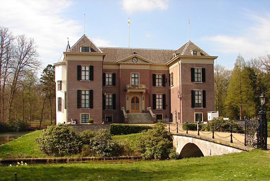В 1920 году Вильгельм переехал в усадьбу Дорн, расположенную в одноименной деревушке. Усадьба была построена в XV веке, значительно перестроена в XVIII веке, а в XIX столетии вокруг дома был разбит регулярный парк