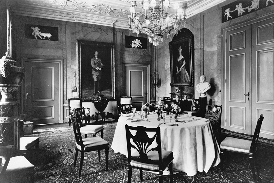 В 1921 году в Дорне умерла первая жена кайзера. Вскоре он повторно женился и прожил здесь вплоть до своей смерти в 1941 году