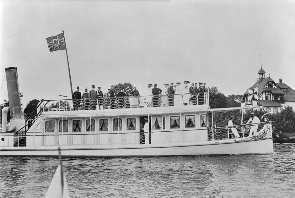 Помимо большой яхты для морских походов в распоряжении кайзера было и несколько кораблей для плаваний по рекам Германии