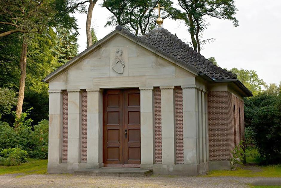 Бывший кайзер умер в 1941 году, незадолго до вторжения Третьего рейха в СССР. Гитлер приказал похоронить Вильгельма с почестями. Несмотря на волю бывшего кайзера, на церемонии было много нацистской символики. Для упокоения тела Вильгельма в Дорне был возведен мавзолей
