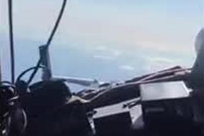 Российский пилот дал девушке «порулить» самолетом