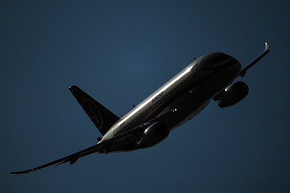 У российского SSJ-100 отказал двигатель во время полета