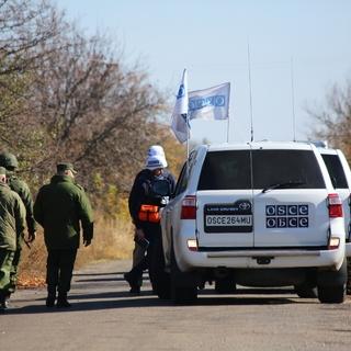 Наблюдатели ОБСЕ в селе Петровское в Донецкой области