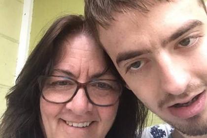 Сын после долгих лет молчания задал родным вопрос и растрогал пользователей сети