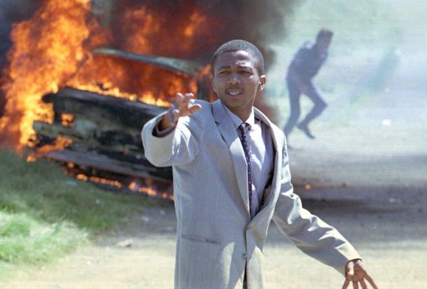 Лидер одной из банд призывает полицию не открывать огонь, 1995 год