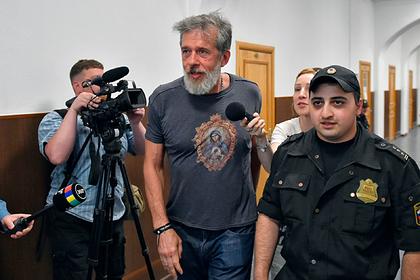 Юрий Белойван (в центре)