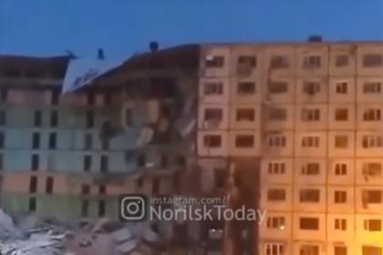 Обрушение девятиэтажного дома в российском городе попало на видео