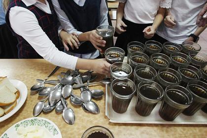 В российской школе запретили чаепития после травли девочки