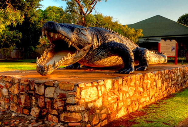 Памятник восьмиметровому крокодилу Кристины Павловской в городе Нормантон