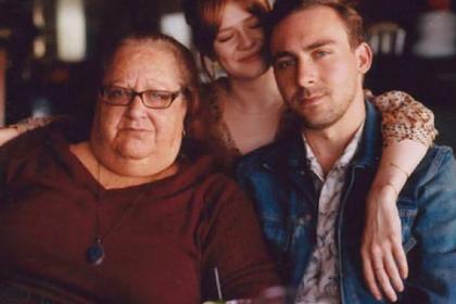 Сын снял на камеру тучную мать-наркоманку и разбогател