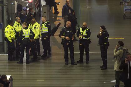 Названа причина срабатывания тревоги об «угоне» самолета в Амстердаме