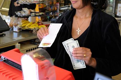 Старушка сорвала джекпот и забыла лотерейный билет в магазине
