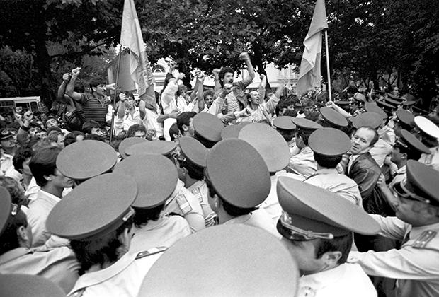 Акция «Народного фронта» в Кишиневе в дни празднования 72-й годовщины Революции