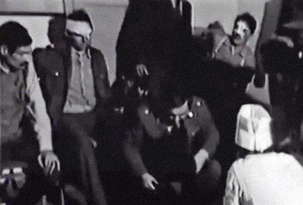 Врач осматривает пострадавших в здании МВД республики