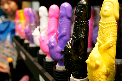 Водитель потерял по дороге коллекцию секс-игрушек на миллион фунтов