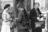 Руководство Германской Демократической Республики называло стену «Антифашистским оборонительным валом». Однако в первую очередь она была необходима для того, чтобы жители социалистической страны не уезжали жить и работать в капиталистический Западный Берлин — там условия жизни были заметно лучше.  <br></br> Немцы массово бежали от власти коммунистов: только в 1961 году ГДР покинули 207 тысяч человек, в основном квалифицированные кадры. Это ощутимо вредило экономике страны.