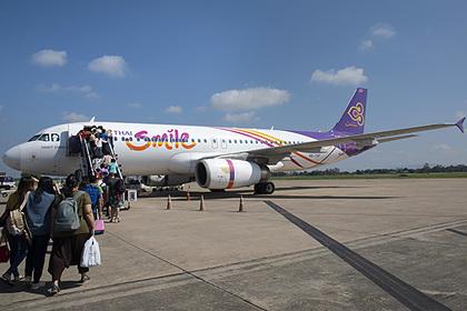Пассажир напился и выбил дверь самолета за несколько секунд до вылета