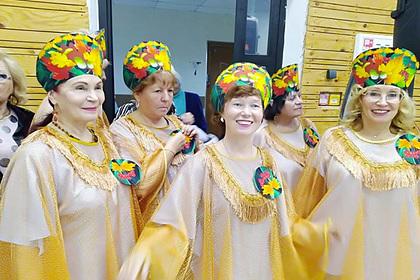 Пожилые россияне станцевали на балу