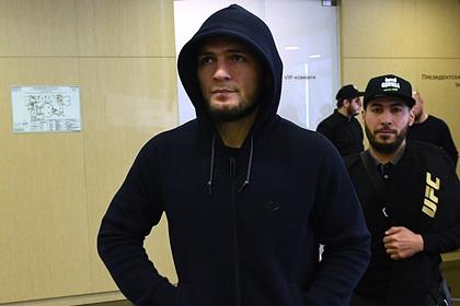 Нурмагомедов объяснил отказ выносить российский флаг на бои