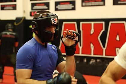 Брата Нурмагомедова задушили в первом бою в UFC