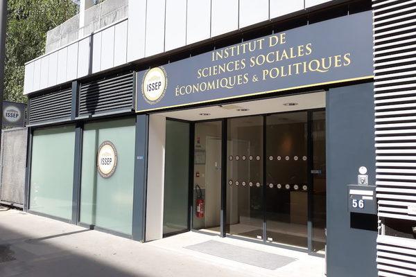 Историка-убийцу лишили членства в совете французского института