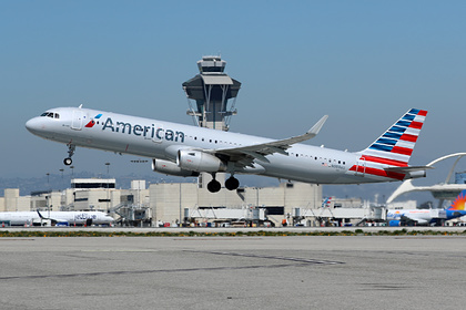 Пьяный пассажир самолета потрогал попутчицу на глазах у ребенка и сорвал рейс