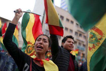 Жители Боливии устроили праздник в честь отставки президента
