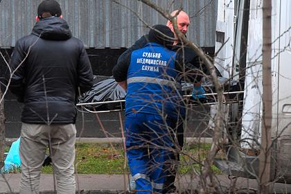 Женщина с двумя детьми выпала из окна в Москве
