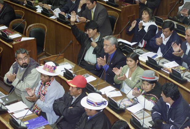 Кандидат в президенты Боливии и депутат Эво Моралес в 2002 году