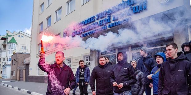 В Херсоне активисты и друзья Екатерины Гандзюк провели несколько акций, чтобы напомнить: заказчики убийства до сих пор на свободе