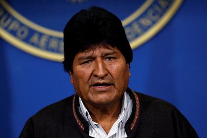 Ушедший в отставку президент Боливии покинул страну