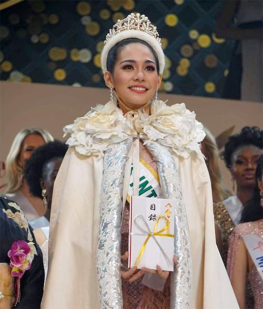 25-летняя Сиретхорн Лиарамват стала первой представительницей Таиланда, победившей в конкурсе «Мисс Интернешнл».
