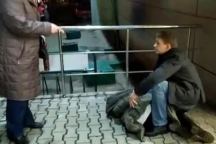 Охранники супермаркета побили и скрутили россиянку из-за чипсов