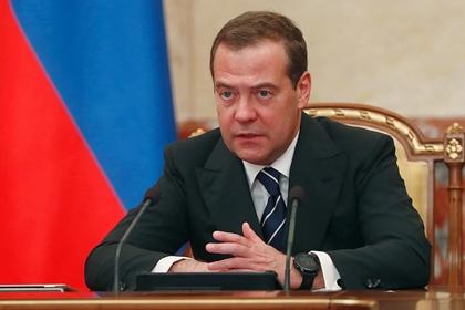 Медведев поручил разобраться с дорожающими во время строительства соцобъектами