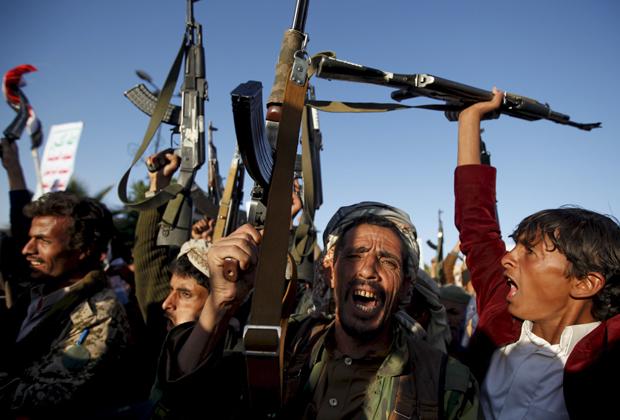Хуситы во время демонстрации в столице Йемена