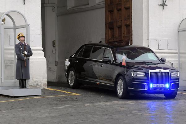 Парадные машины из «Кортежа» Путина проверили на прочность